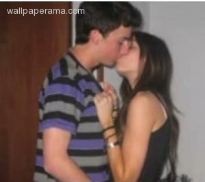 miley cyrus kiss selena - photo #5