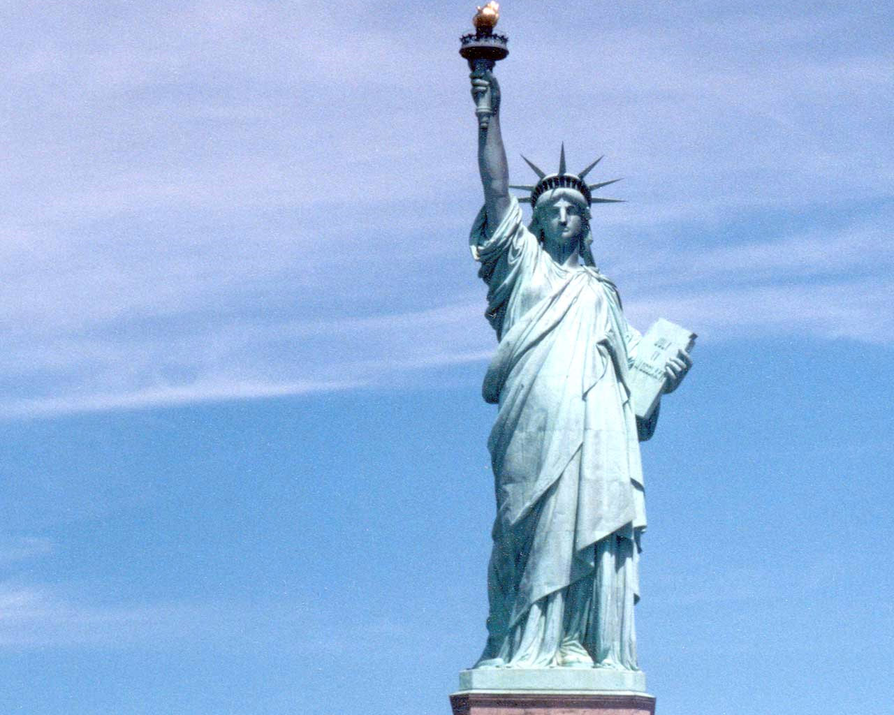 Statue Of Liberty Wallpaper Free Hd Backgrounds Images Pictures
