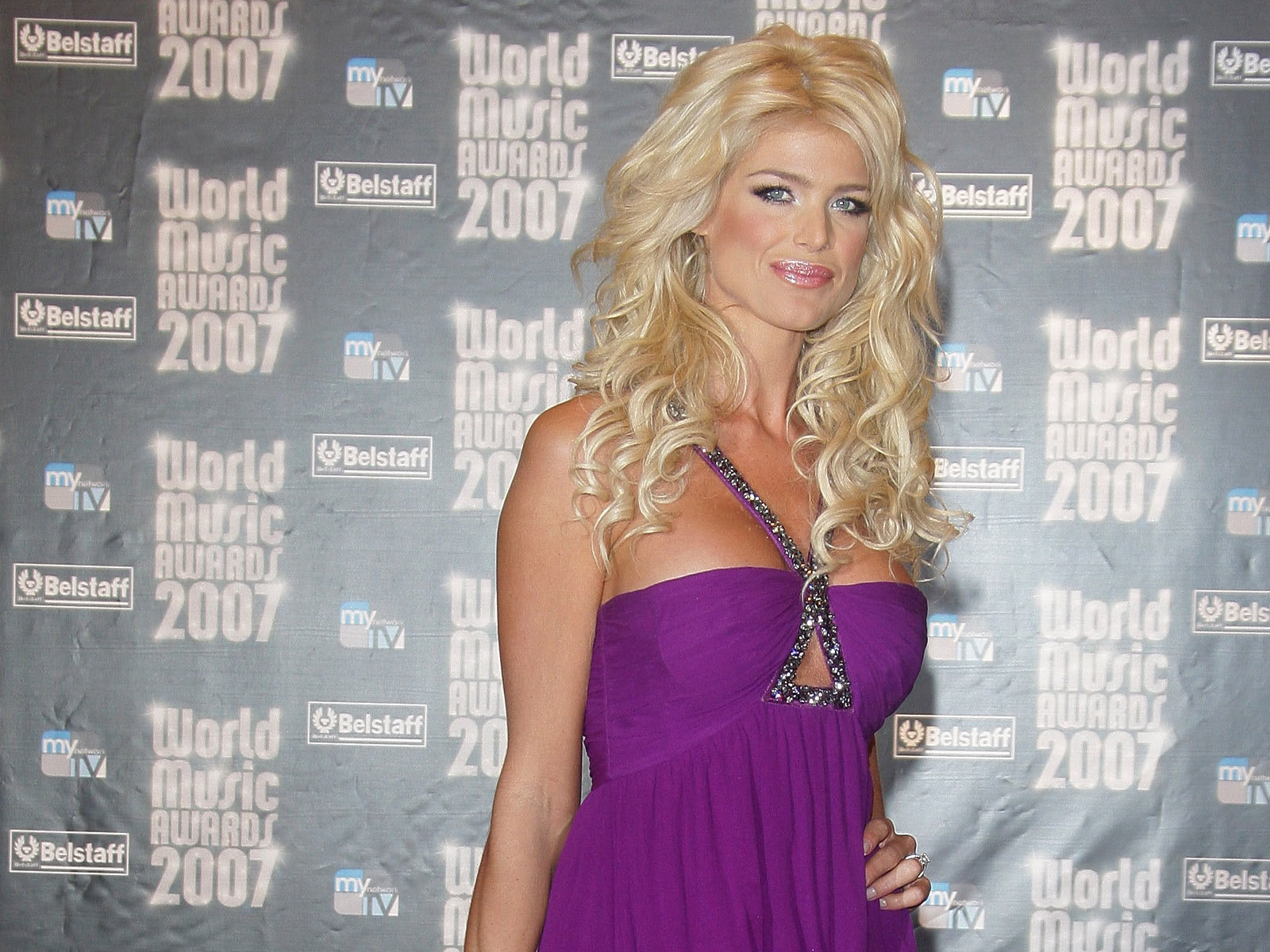 Victoria Silvstedt Wallpaper