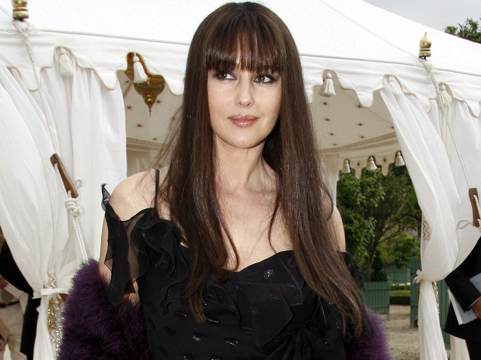 Monica Bellucci Wallpaper Free Hd Backgrounds Images Pictures